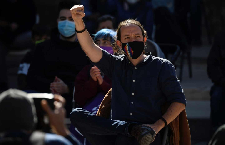 El candidato de Podemos a la Comunidad de Madrid, Pablo Iglesias, participa este domingo en un acto de precampaña en Alcalá de Henares.