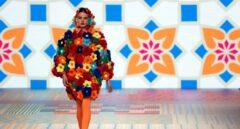 Paletas de color, estampados y eslóganes: el segundo día de la MBFWM, en imágenes