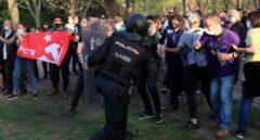 Iglesias dice que Abascal rompió el cordón para forzar una carga policial