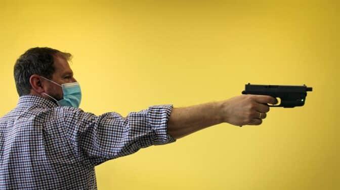 Así es la pistola inteligente que sólo puede utilizar el agente autorizado