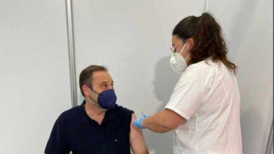 Ábalos recibe la primera dosis de AstraZeneca en Valencia