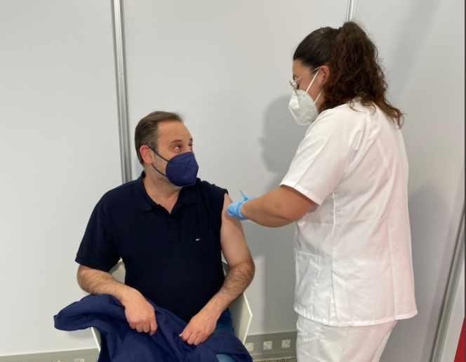 Ábalos se vacuna con AstraZeneca