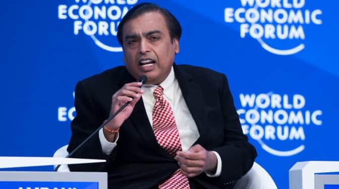 Ambani, el empresario indio que desplazó a Amancio Ortega del 'top 10' de fortunas de Forbes
