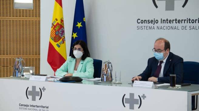 La ministra de Sanidad, Carolina Darias, y el ministro de Política Territorial, Miquel Iceta, en el Consejo Interterritorial.