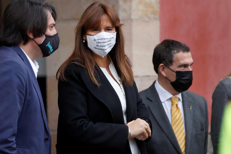 Laura Borràs y Jaume Alonso Cuevillas a las puertas del Parlament en la sesión de constitución de la cámara
