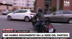 Un 'roquero' Edmundo Bal llega a Telemadrid en su Harley Davidson