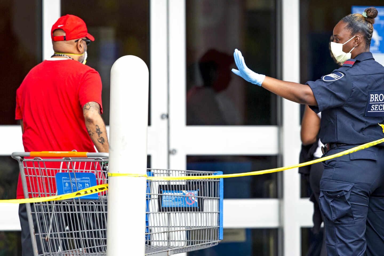 Control de seguridad por el coronavirus en Miami.