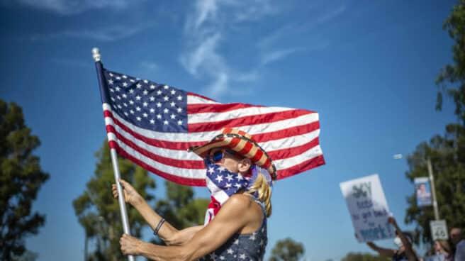 Manifestación contra los confinamientos en Santa Clarita (California).
