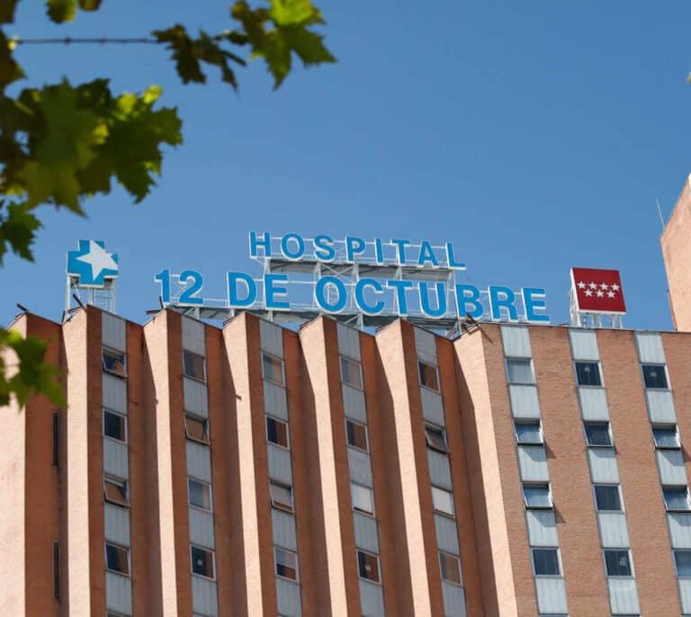 Un bulo lleva a mayores de 70 años a acudir engañados a vacunarse al Hospital 12 de Octubre