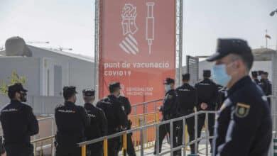Policía y Guardia Civil celebran que el Gobierno asuma su vacunación en Cataluña