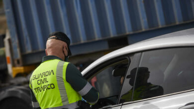 La DGT aclara que no puede multar por el uso de las mascarillas en el coche