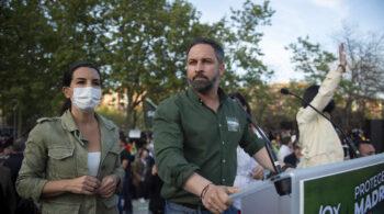 """Abascal, Casado y Ayuso acusan a Iglesias de enviar """"matones a sueldo"""" al mitin de Vox en Vallecas"""
