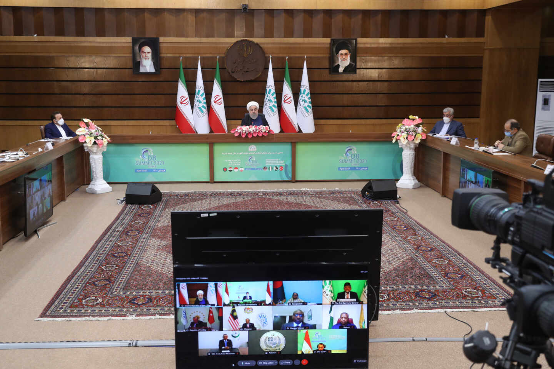 El presidente iraní Hassan Rouhani participa en la décima edición de la Cumbre D-8