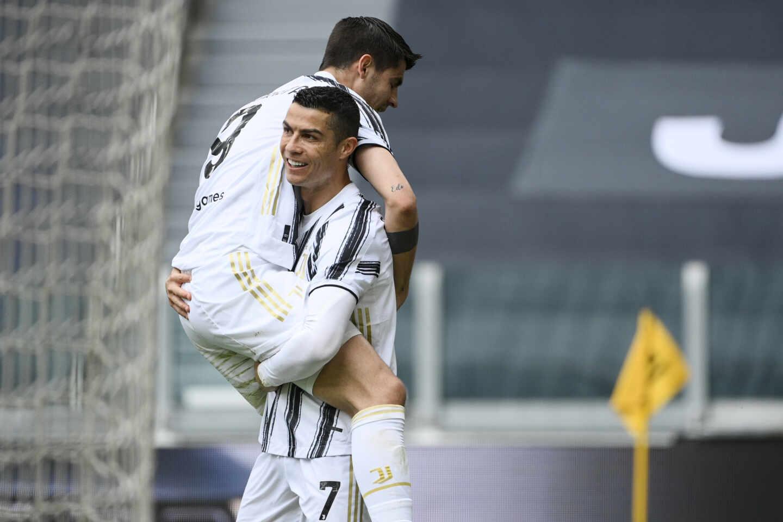 Cristiano Ronaldo y Álvaro Morata celebran un gol de la Juventus de Turín en un partido de la Serie A