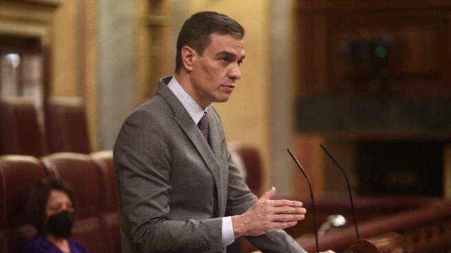 El presidente del Gobierno, Pedro Sánchez, interviene durante una sesión plenaria, a 14 de abril de 2021, en el Congreso de los Diputados, Madrid, (España)