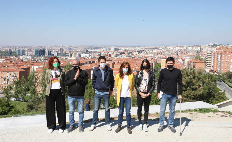 Iñigo Errejón y Mónica García, junto a otros líderes de Más Madrid en el Cerro del Tío Pío.