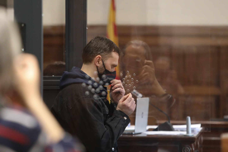 El acusado Norbert Feher, alias 'Igor el Ruso', en una cabina de seguridad
