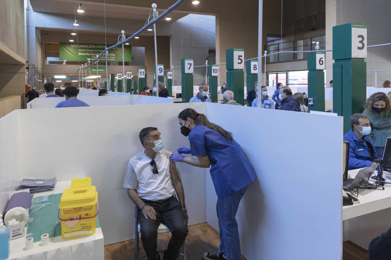 Primera jornada de vacunación ante la Covid-19 en el Estadio de La Cartuja de Sevilla
