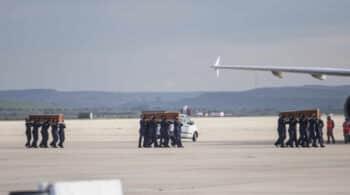 Llegan a Madrid los cuerpos de los periodistas asesinados en Burkina Faso