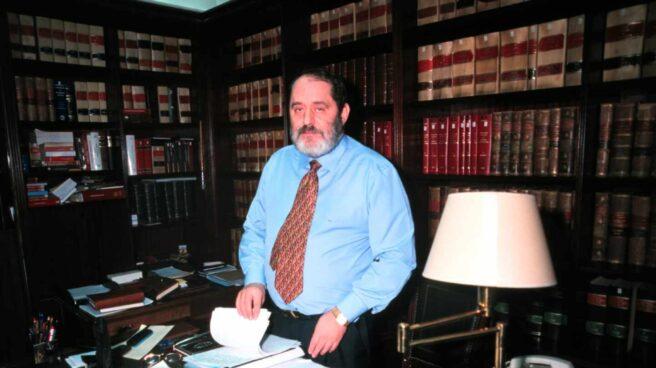 El abogado Emilio Rodríguez Menéndez, en una imagen de archivo en su despacho.