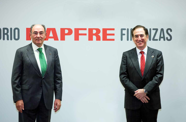 Ignacio Galán, presidente de Iberdrola (izquierda), junto al presidente de MAPFRE, Antonio Huertas.