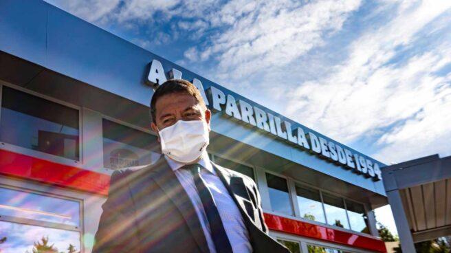 El presidente de Castilla-La Mancha, Emiliano García-Page, inaugura un Burger King en Toledo.