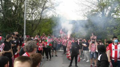 Cientos de aficionados despiden al Athletic desoyendo las llamadas a la prevención