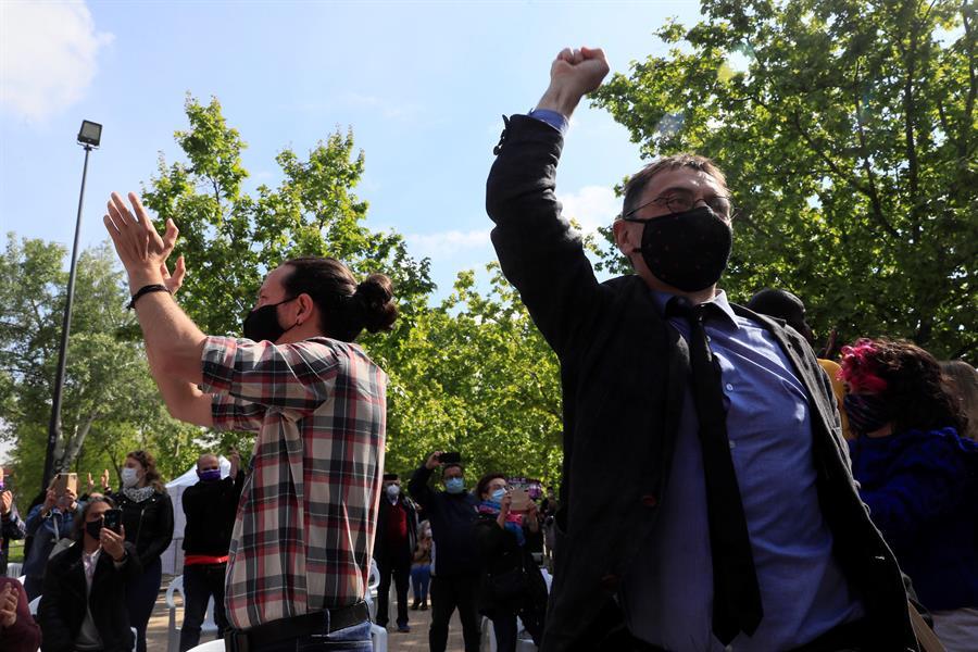 Pablo Iglesias y Juan Carlos Monedero, en un mitin del 4-M.