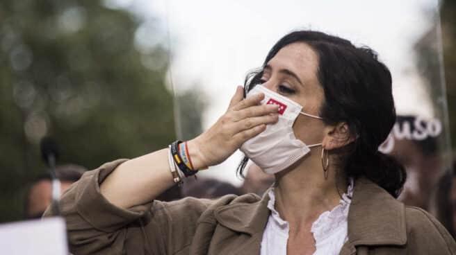 La presidenta de la Comunidad de Madrid, Isabel Díaz Ayuso, durante una visita al municipio de Fuenlabrada, en Madrid.
