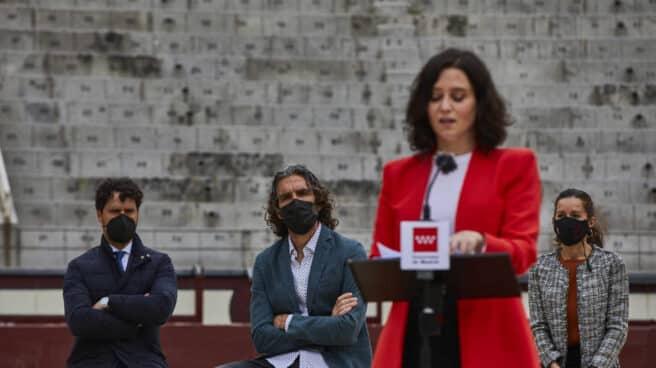 José Tomás escucha a Isabel Díaz Ayuso en Las Ventas.