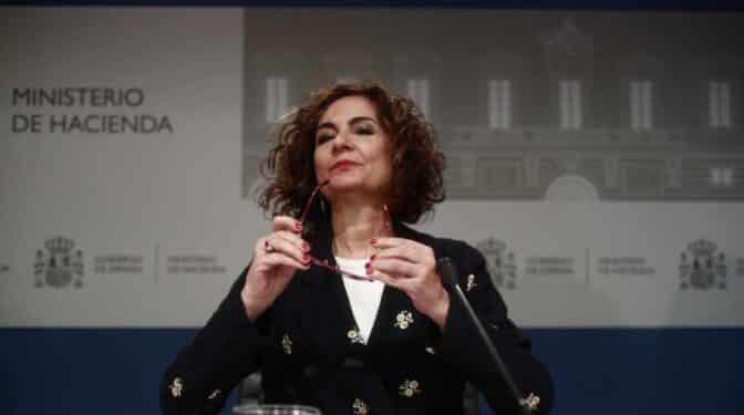 """El Gobierno rectifica la subida encubierta del IRPF y lo deja en manos de """"expertos"""""""