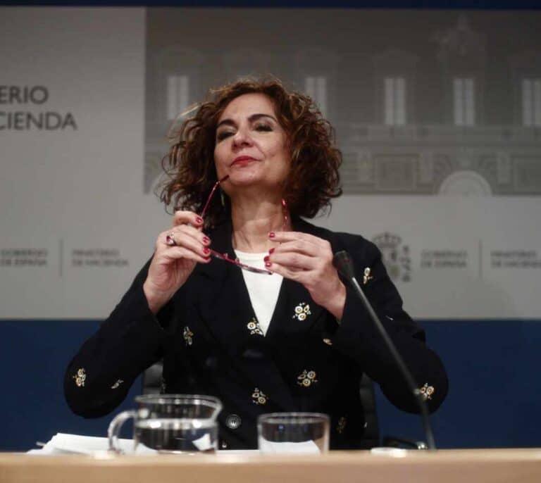 """El Gobierno rectifica la subida encubierta del IRPF el último día de campaña y lo deja en manos de """"expertos"""""""