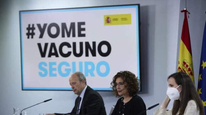 El ministro de Justicia, Juan Carlos Campo; la ministra portavoz y de Hacienda, María Jesús Montero; y la ministra de Derechos Sociales y Agenda 2030, Ione Belarra.