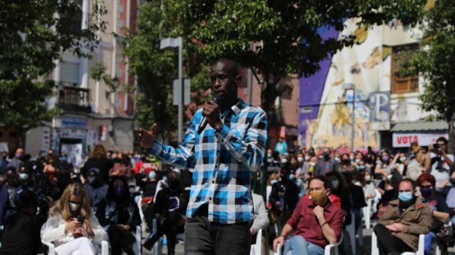 El 'número 9' en la lista de Podemos para el 4-M, Serigne Mbaye, en Lavapiés.