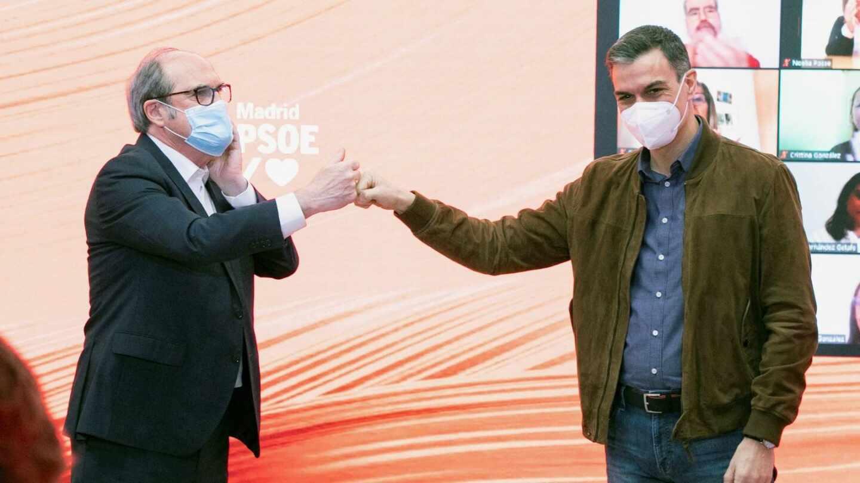 Pedro Sánchez junto a Ángel Gabilondo en u acto de campaña