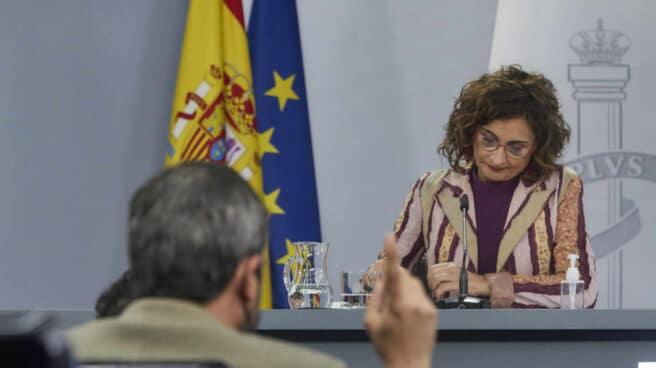 La ministra de Hacienda y portavoz del Gobierno, María Jesús Montero, interviene en una rueda de prensa tras una reunión del Consejo de Ministros.