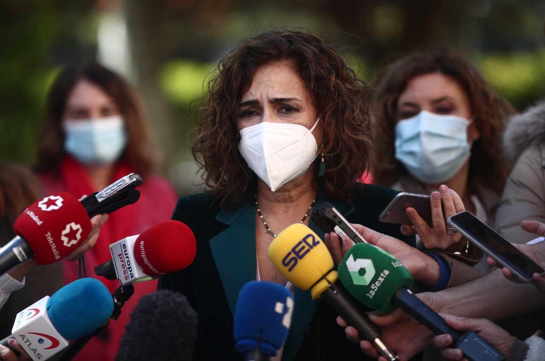 La ministra de Hacienda y portavoz del Gobierno, María Jesús Montero, atiende a los medios antes del acto de constitución del Comité de Personas Expertas para la Reforma Fiscal.