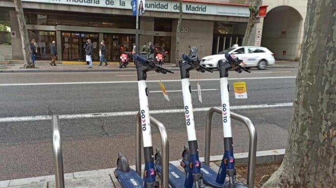 Patinetes de la empresa israelí GoTo Global, en abril en una calle de Madrid.