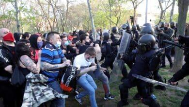 Cuatro detenidos y veinte policías heridos tras el ataque de los violentos en el mitin de Vox en Vallecas