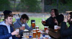 Vuelven las pintas a los pubs de Reino Unido después de tres meses cerrados