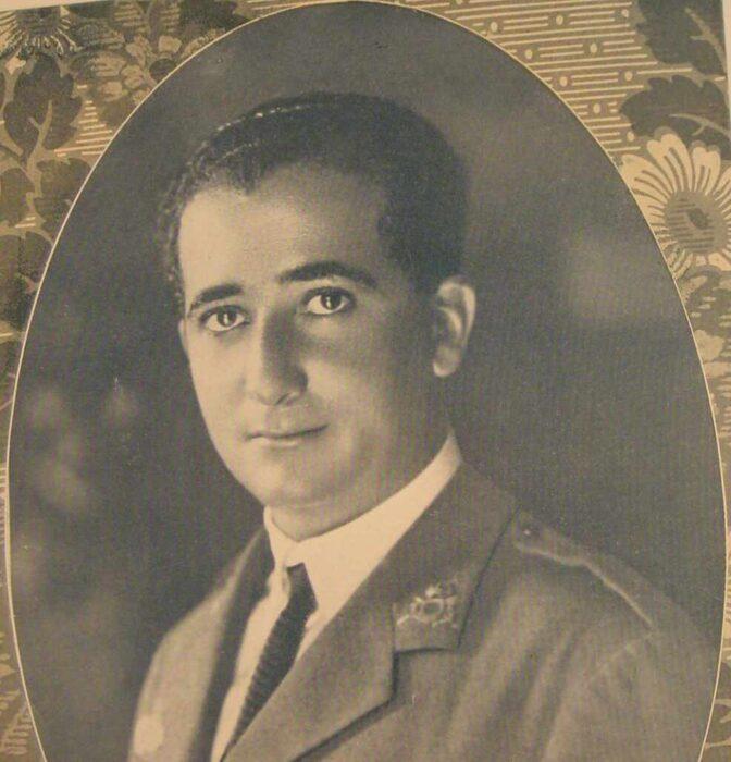 Más allá del Plus Ultra: el histórico vuelo del hermano republicano de Franco que adoraba pilotar desnudo