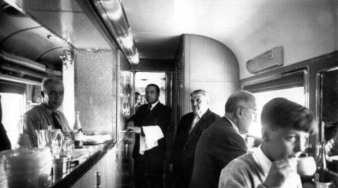 De la tracción a vapor y el monopolio a la alta velocidad y la liberalización del sector: Renfe cumple 80 años