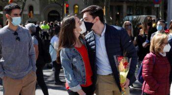 Sant Jordi 2021: Barcelona se reencuentra bajo la mascarilla