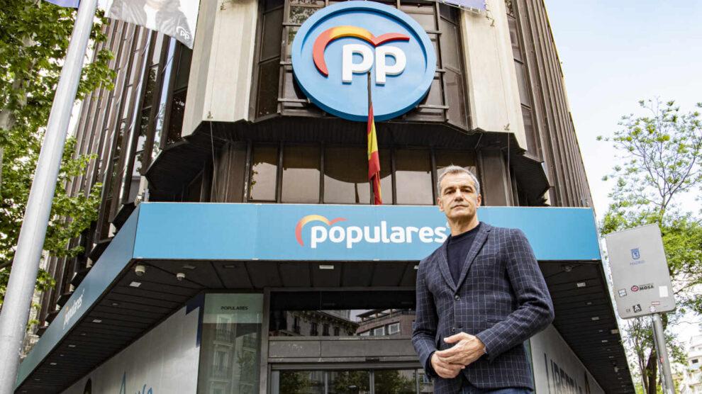 Toni Cantó posa para El Independiente en la sede del Partido Popular en la calle Génova