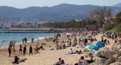 La playa de Can Pere Antoni, en Palma de Mallorca, durante el lunes de Pascua