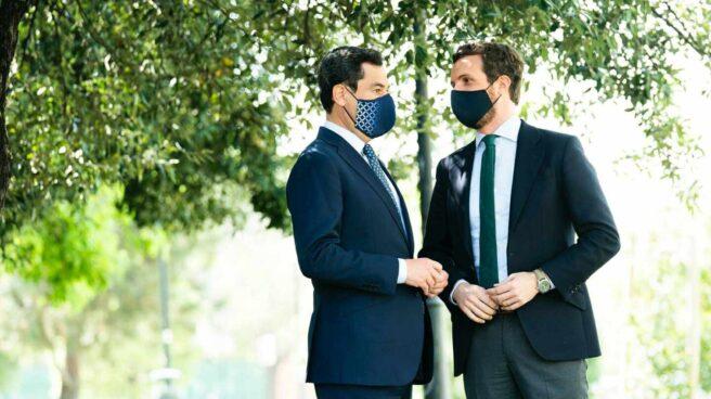 Pablo Casado y Juan Manuel Moreno charlan en un acto en Granada el pasado viernes
