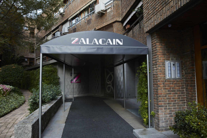 Entrada del restaurante Zalacaín de Madrid.
