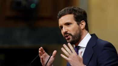 """Casado estalla contra la """"chulería"""" de Sánchez y su """"desprecio"""" por el Parlamento: """"¿Usted quién se cree que es?"""""""