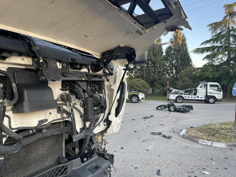 Accidente de un motorista en Alcalá de Henares (Madrid).