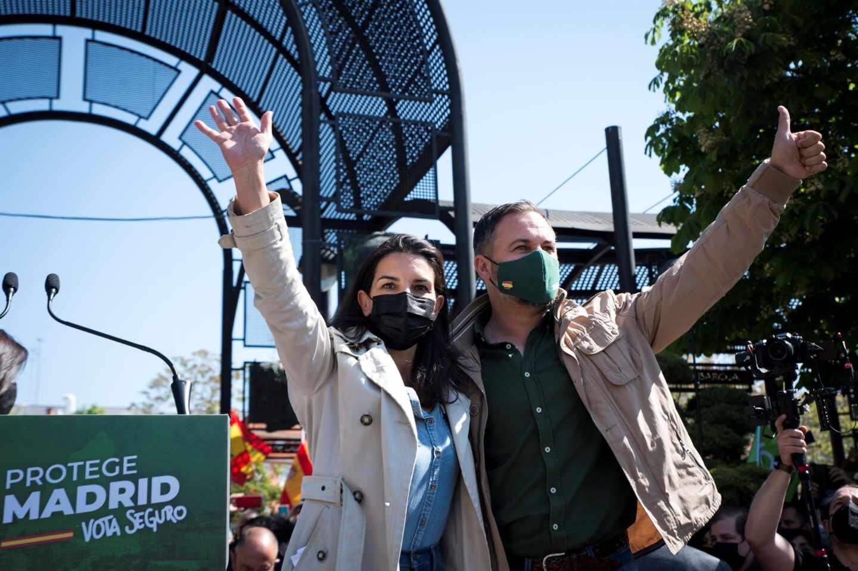 Santiago Abascal y Rocío Monasterio, en un mitin de campaña.